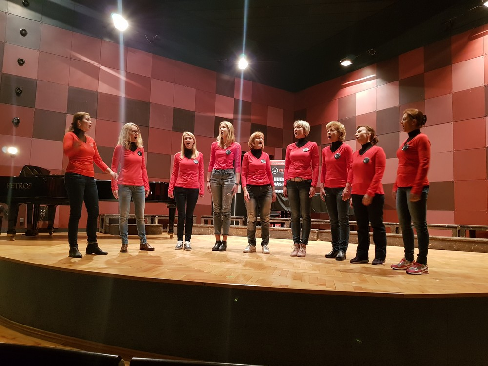 2017-10-womanvocal02